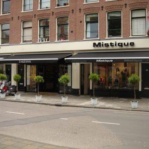 kwaliteit zonnescherm voor uw dames modewinkel tuin of terras vraag advies aan protectsun.nl