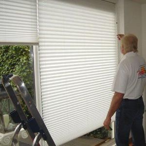 vakkundige montage service van uw gordijnen thuis ontzorgd u vraag aan www.protectsun.nl